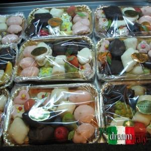 Mixed Tray Weihnachten Desserts