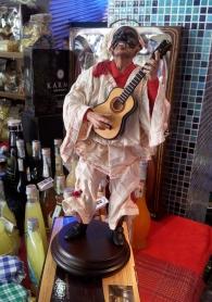 Pulcinella in Porcellana con mandolino